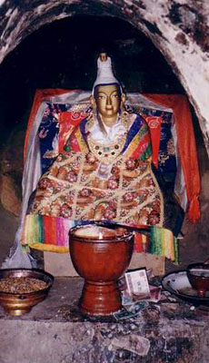 King_Songsten_Gampo's_statue_in_his_meditation_cave_at_Yerpa